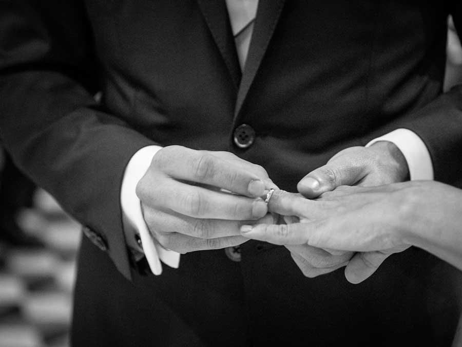 scambio-anelli-sposi-fotografo-nozze-reporter